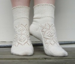 Вяжем носочки с узором — схема.