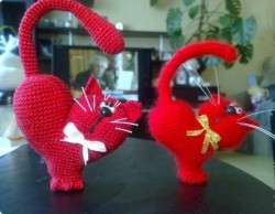 Вязаная игрушка-котик ко Дню Валентина.