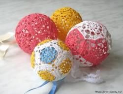 Вязаный шар для новогодней елочки — мастер класс.