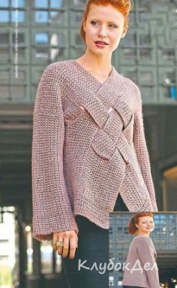 Оригинальный пуловер с переплетенными полосами связанный крючком