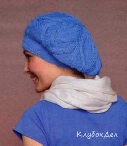 Вязаный берет спицами пряжей голубого цвета. Схема вязания берета