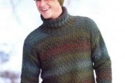 Мужской пестрый свитер и шапка с козырьком