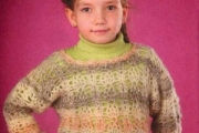 Вязаный крючком ажурный пуловер для девочки